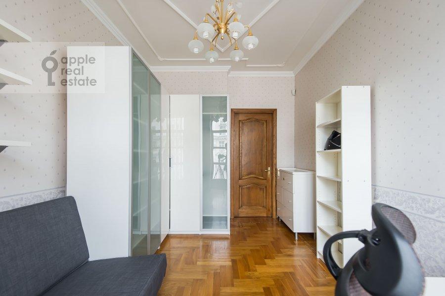 Children's room / Cabinet of the 3-room apartment at Krasnokholmskaya naberezhnaya 1/15