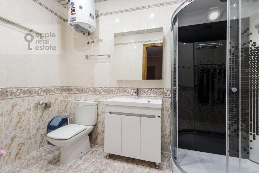 Bathroom of the 3-room apartment at Krasnokholmskaya naberezhnaya 1/15