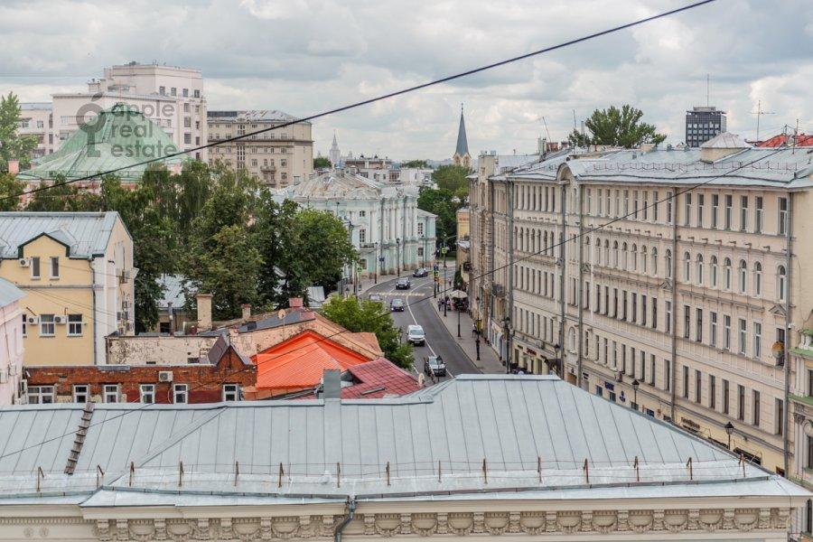 Вид из окна в 1-комнатной квартире по адресу Покровка 38с1