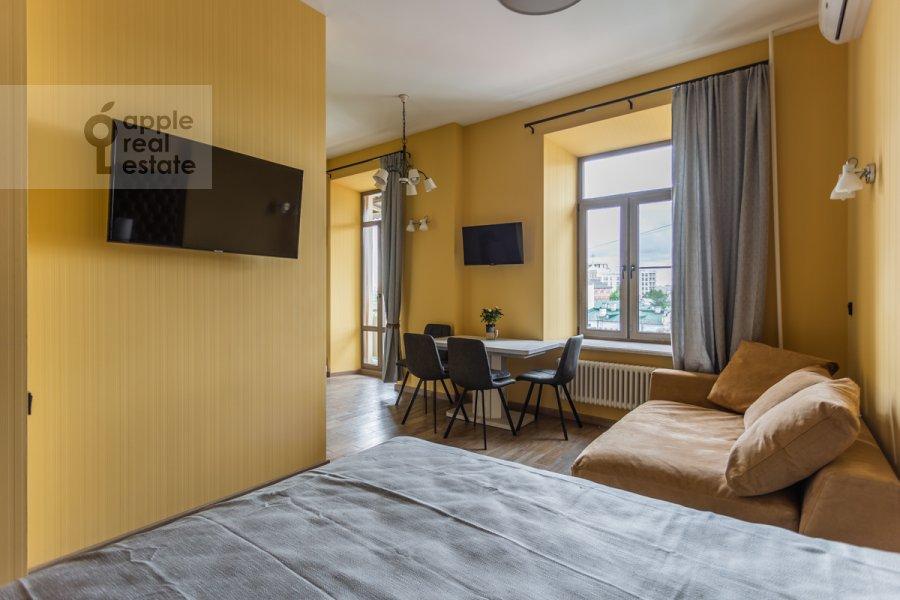 Спальня в 1-комнатной квартире по адресу Покровка 38с1