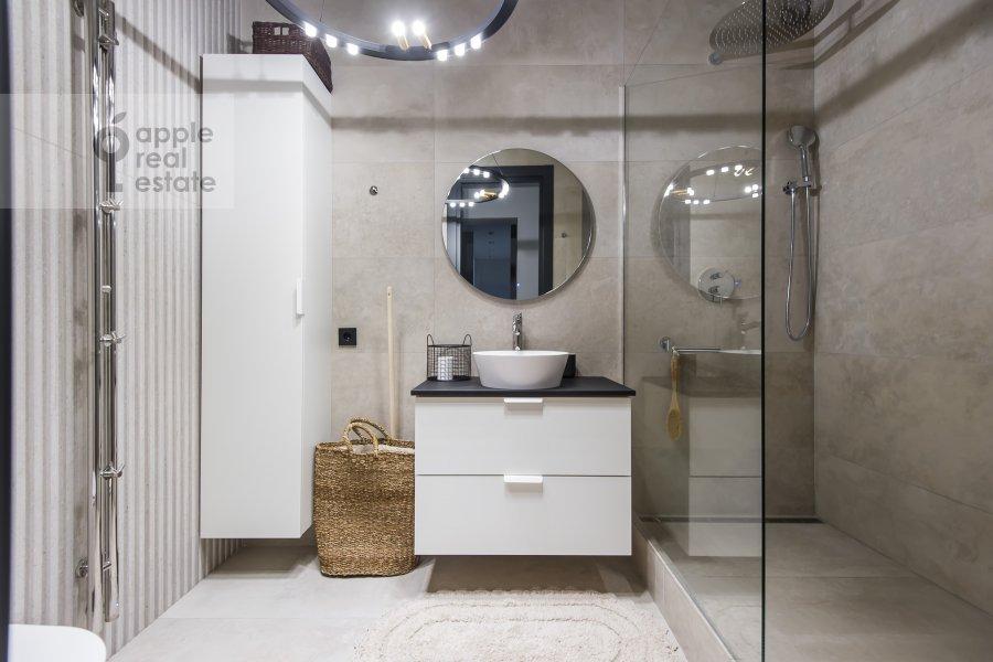 Санузел в 3-комнатной квартире по адресу Ходынская улица 2