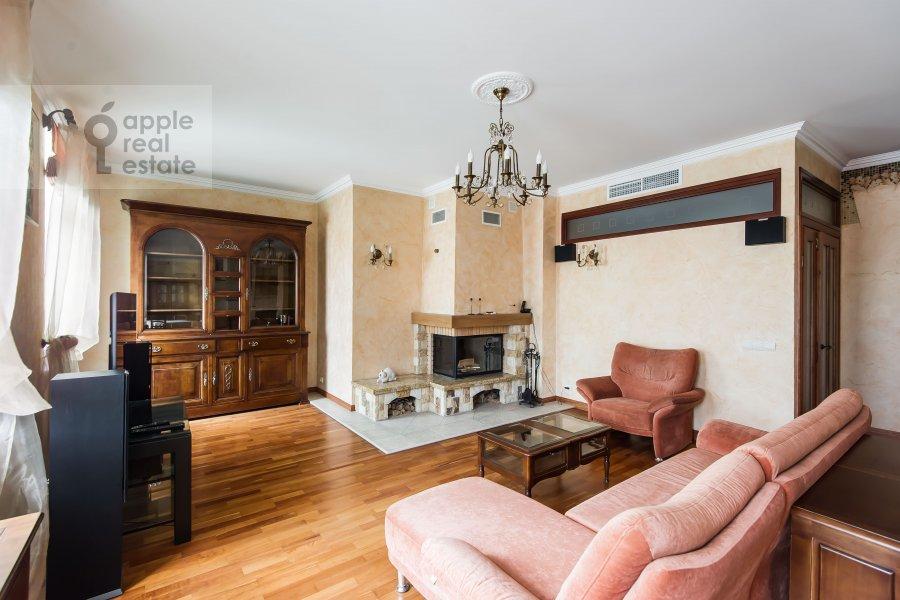 Living room of the 3-room apartment at Trubnikovskiy pereulok 13S1