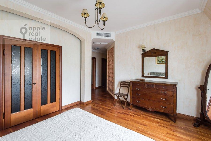 Bedroom of the 3-room apartment at Trubnikovskiy pereulok 13S1
