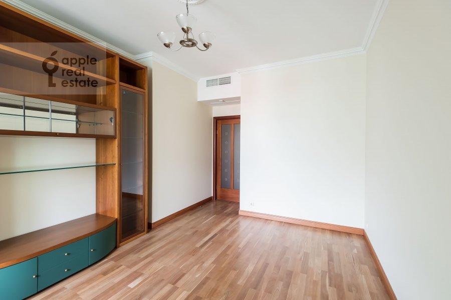 Children's room / Cabinet of the 3-room apartment at Trubnikovskiy pereulok 13S1