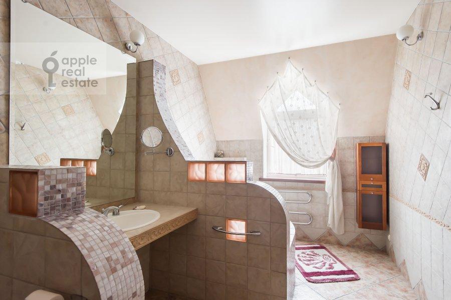 Bathroom of the 3-room apartment at Trubnikovskiy pereulok 13S1