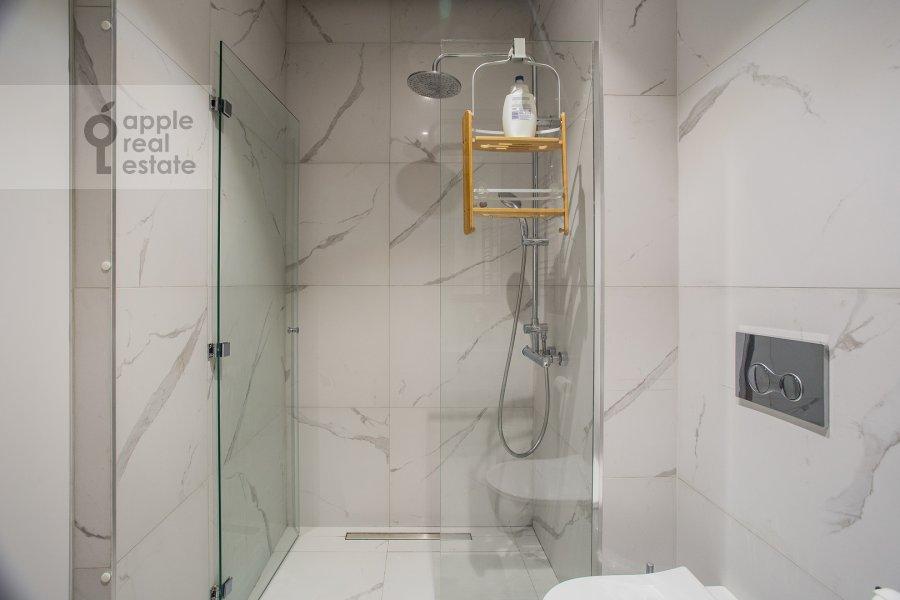 Bathroom of the 2-room apartment at Bumazhnyy proezd 4