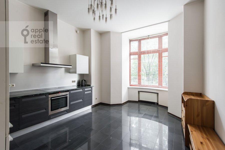 Kitchen of the 4-room apartment at Gogolevskiy bul'var 29