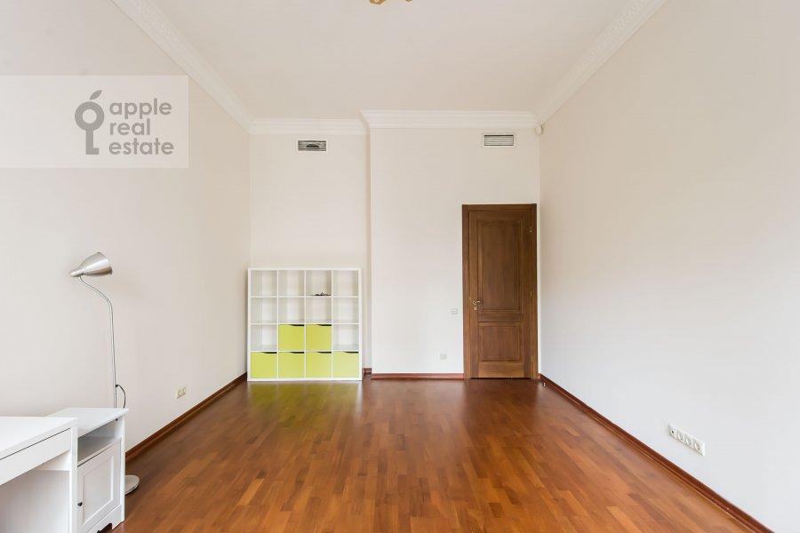 Children's room / Cabinet of the 4-room apartment at Gogolevskiy bul'var 29
