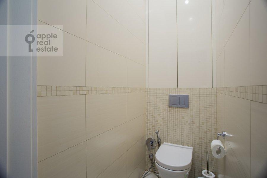 Bathroom of the 3-room apartment at Bol'shoy Tishinskiy pereulok 26k13-14