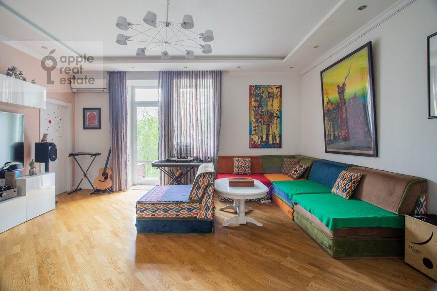 Living room of the 3-room apartment at Bol'shoy Tishinskiy pereulok 26k13-14