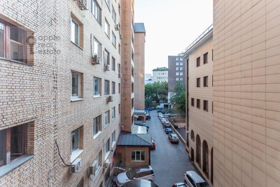 Вид из окна в 2-комнатной квартире по адресу 1-й Волконский переулок 15