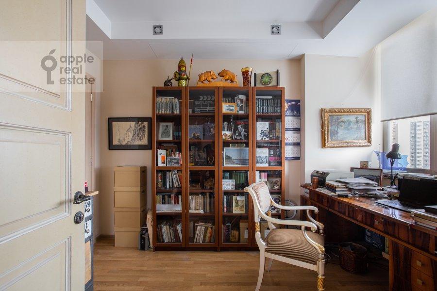 Children's room / Cabinet of the 4-room apartment at Polotskaya ulitsa 31