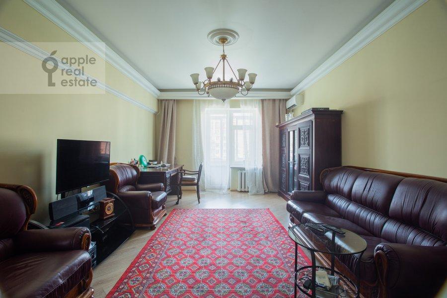 Living room of the 2-room apartment at Kutuzovskiy prospekt 5/3