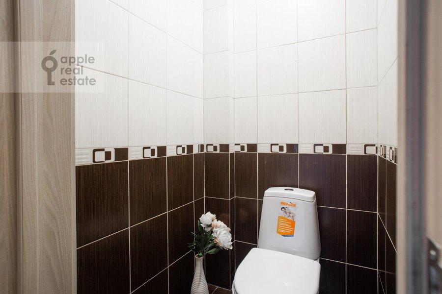 Bathroom of the 2-room apartment at Kutuzovskiy prospekt 5/3