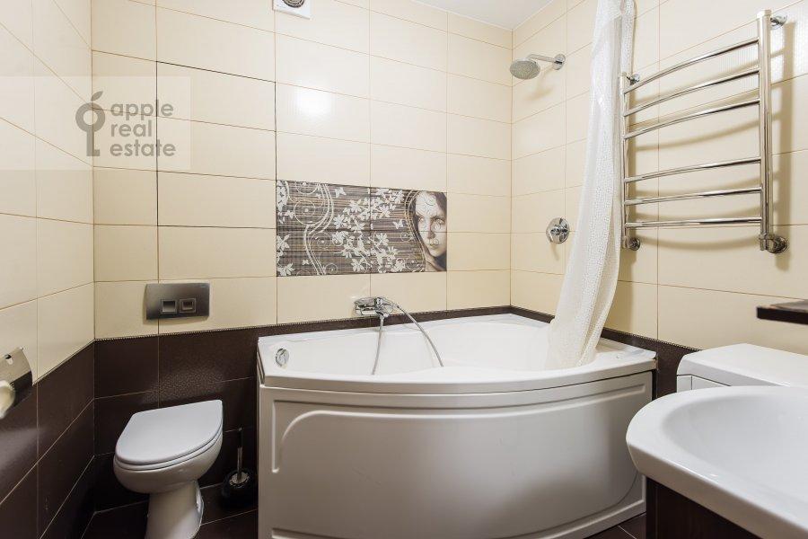 Санузел в 3-комнатной квартире по адресу проспект Буденного 26к2