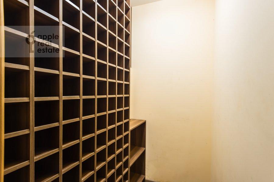 Гардеробная комната / Постирочная комната / Кладовая комната в 3-комнатной квартире по адресу проспект Буденного 26к2