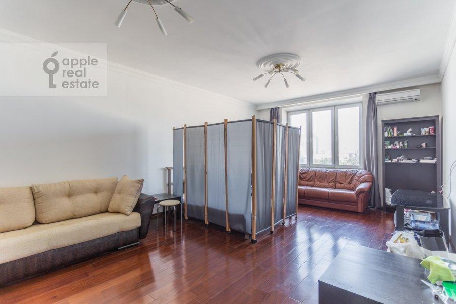 Living room of the 4-room apartment at Lesnaya ulitsa 4s1