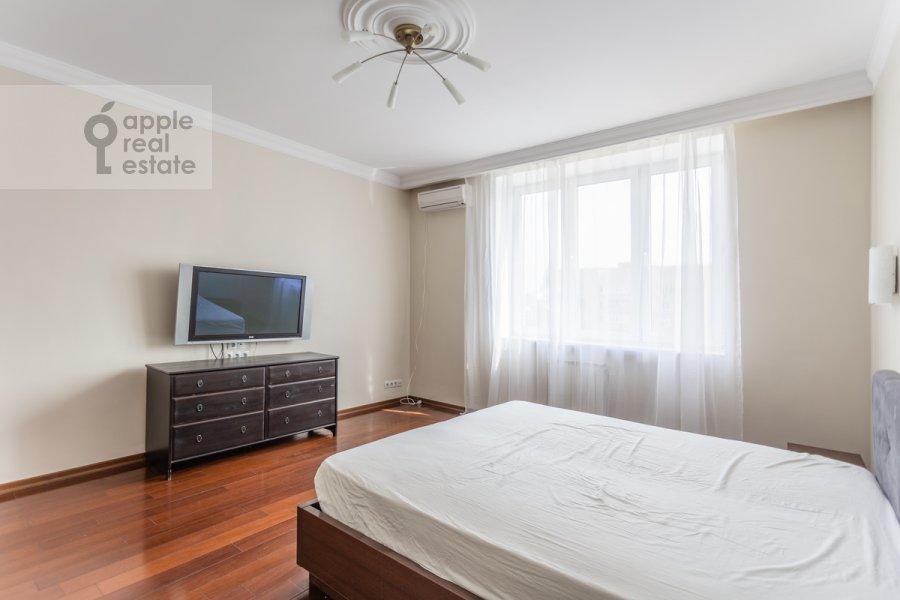 Спальня в 3-комнатной квартире по адресу Лесная улица 4с1