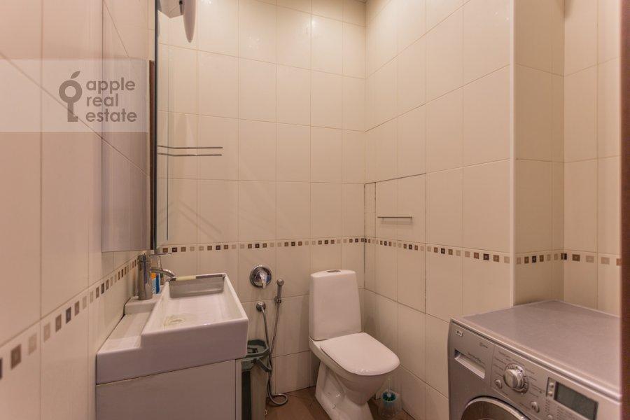 Bathroom of the 4-room apartment at Lesnaya ulitsa 4s1