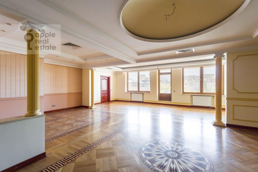 Гостиная в 6-комнатной квартире по адресу Земледельческий переулок 11