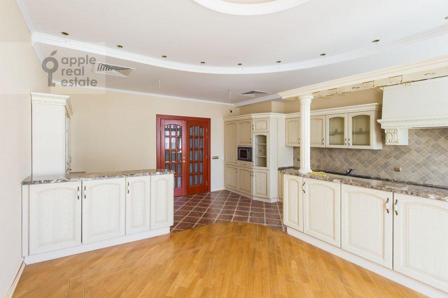 Кухня в 6-комнатной квартире по адресу Земледельческий переулок 11