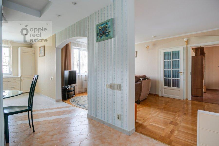 Living room of the 4-room apartment at Novocheremushkinskaya ulitsa 50