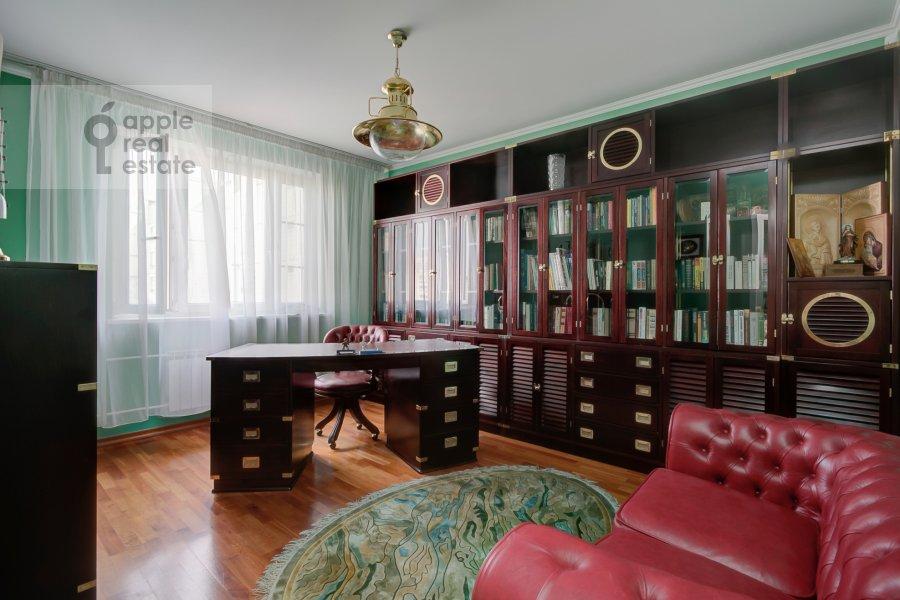 Children's room / Cabinet of the 4-room apartment at Novocheremushkinskaya ulitsa 50