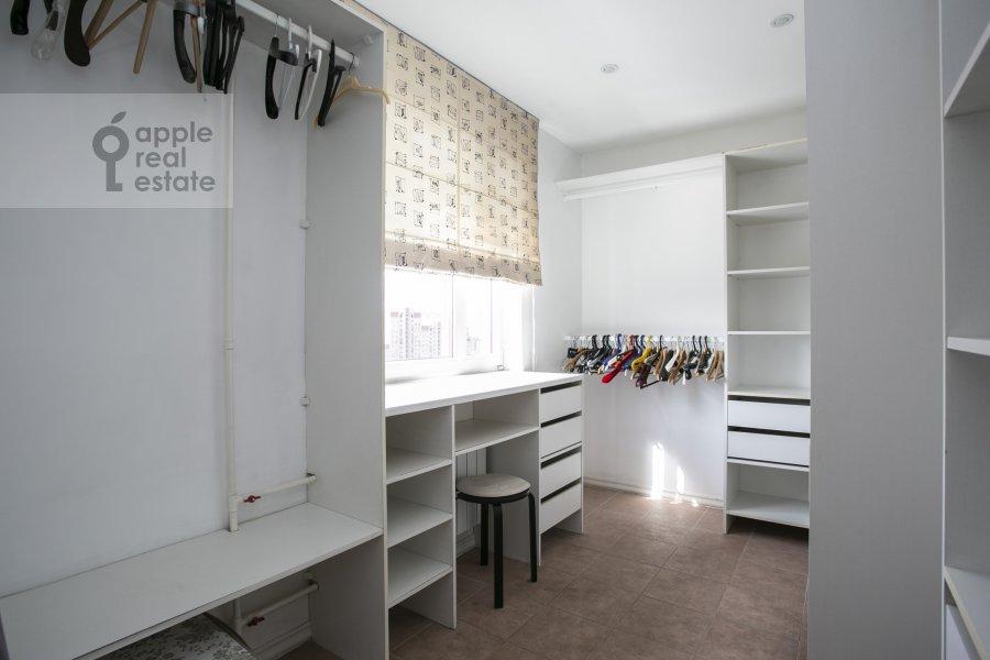 Walk-in closet / Laundry room / Storage room of the 4-room apartment at Novocheremushkinskaya ulitsa 50