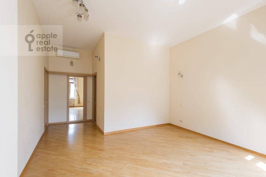 Детская комната / Кабинет в 4-комнатной квартире по адресу Леонтьевский переулок 11