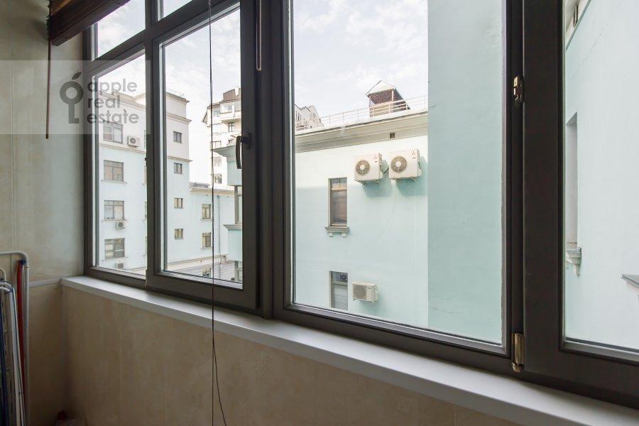 Балкон / Терраса / Лоджия в 4-комнатной квартире по адресу Леонтьевский переулок 11