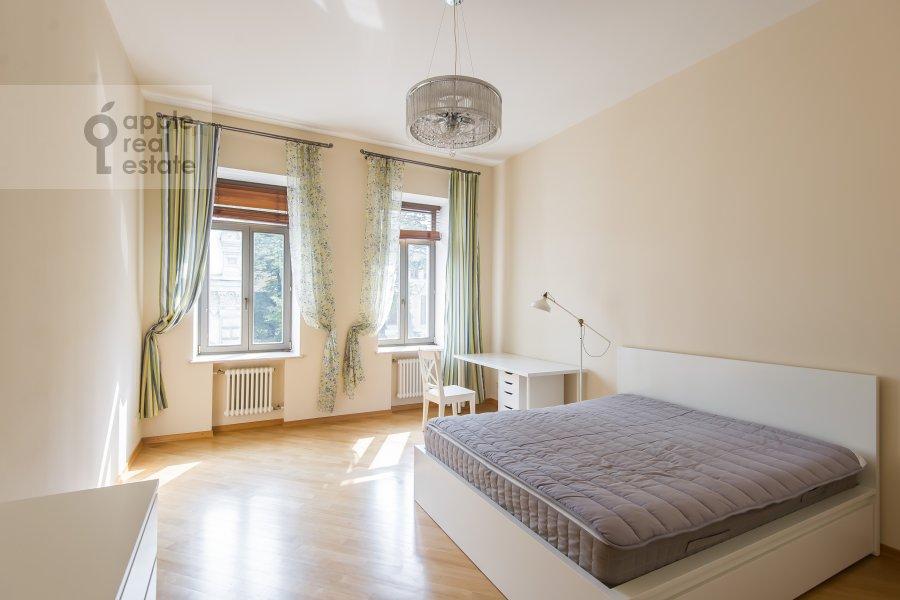 Спальня в 4-комнатной квартире по адресу Леонтьевский переулок 11