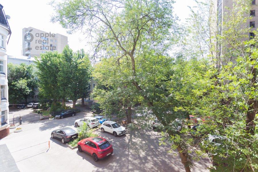 Вид из окна в 3-комнатной квартире по адресу Спиридоновка 22/2