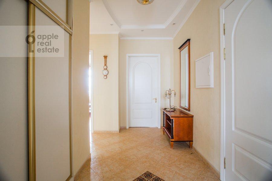Corridor of the 4-room apartment at Smolenskaya naberezhnaya 2