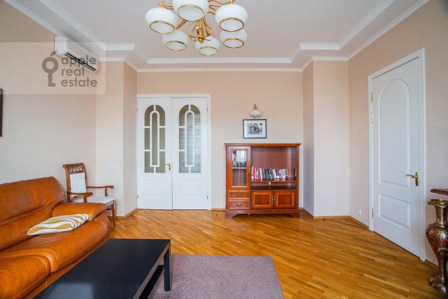 Living room of the 4-room apartment at Smolenskaya naberezhnaya 2