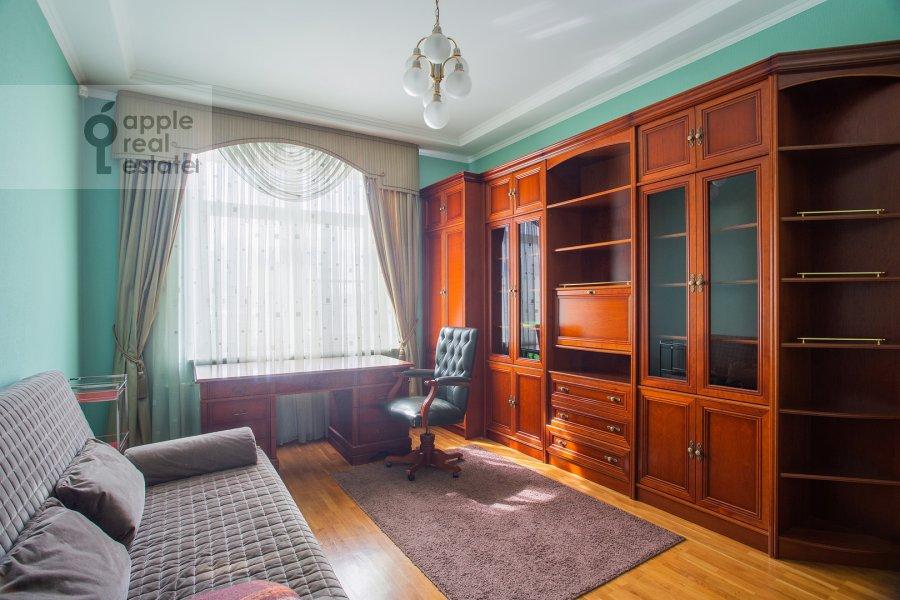 Children's room / Cabinet of the 4-room apartment at Smolenskaya naberezhnaya 2