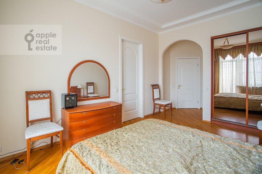 Bedroom of the 4-room apartment at Smolenskaya naberezhnaya 2