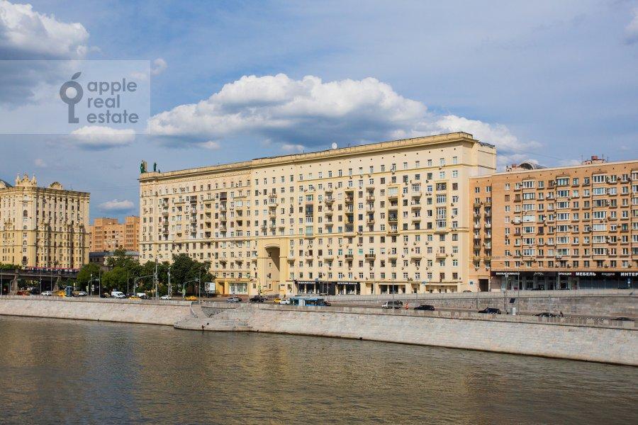 Photo of the house of the 4-room apartment at Smolenskaya naberezhnaya 2