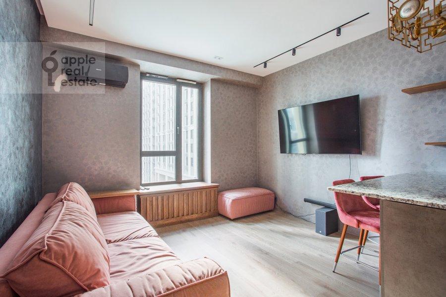 Гостиная в 2-комнатной квартире по адресу улица Василисы Кожиной 13