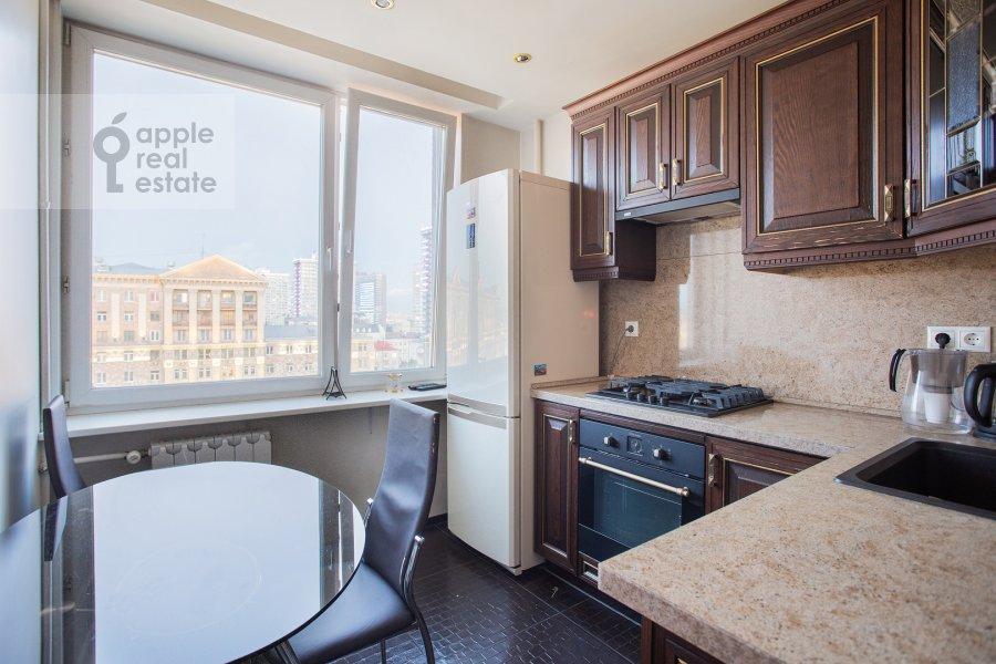 Кухня в 2-комнатной квартире по адресу Новинский бульвар 15
