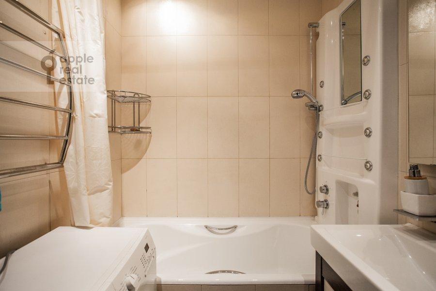 Санузел в 2-комнатной квартире по адресу Новинский бульвар 15
