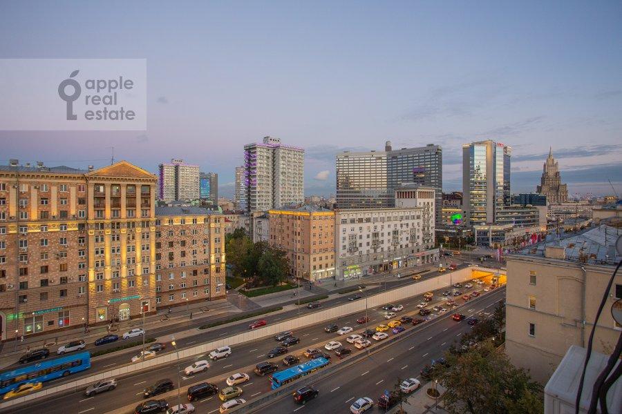 Вид из окна в 2-комнатной квартире по адресу Новинский бульвар 15