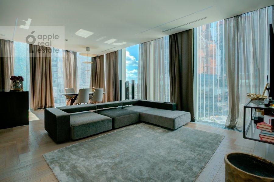 Гостиная в 2-комнатной квартире по адресу 1-й Красногвардейский проезд 22с1