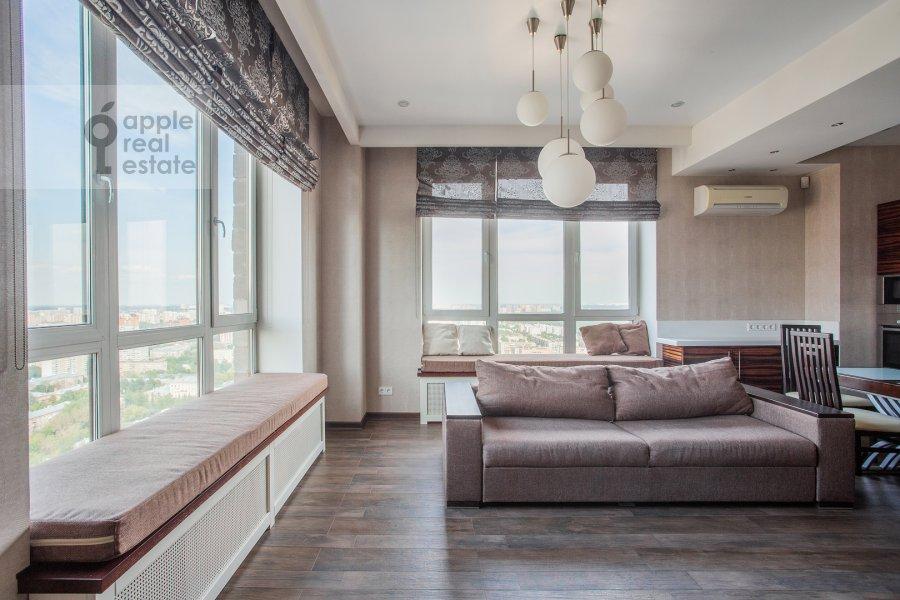 Living room of the 2-room apartment at Pervomayskaya ulitsa 42k2