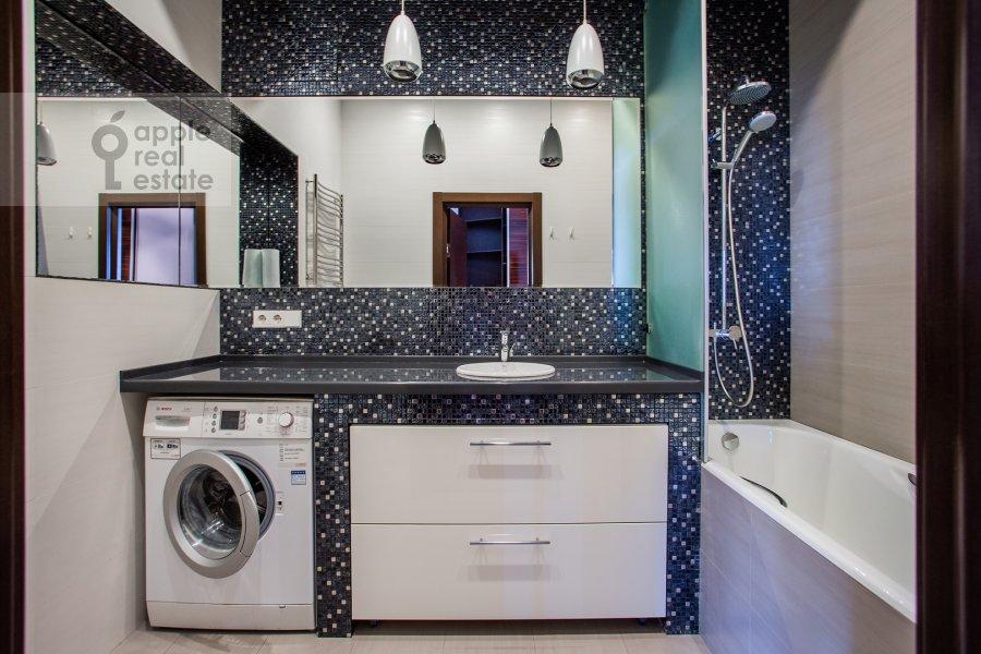 Bathroom of the 2-room apartment at Pervomayskaya ulitsa 42k2