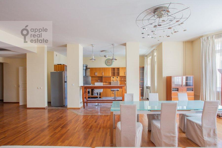 Living room of the 4-room apartment at 1-y Spasonalivkovskiy pereulok 20