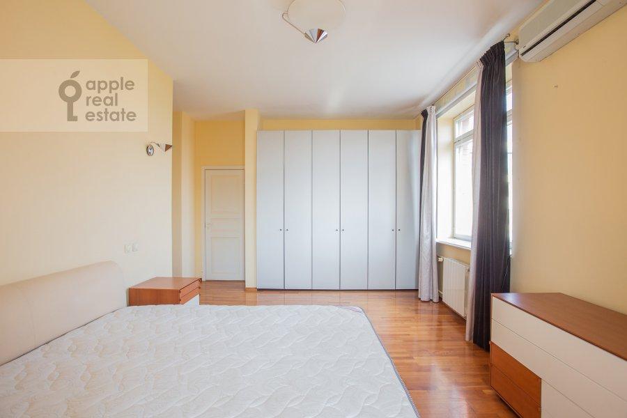 Bedroom of the 4-room apartment at 1-y Spasonalivkovskiy pereulok 20
