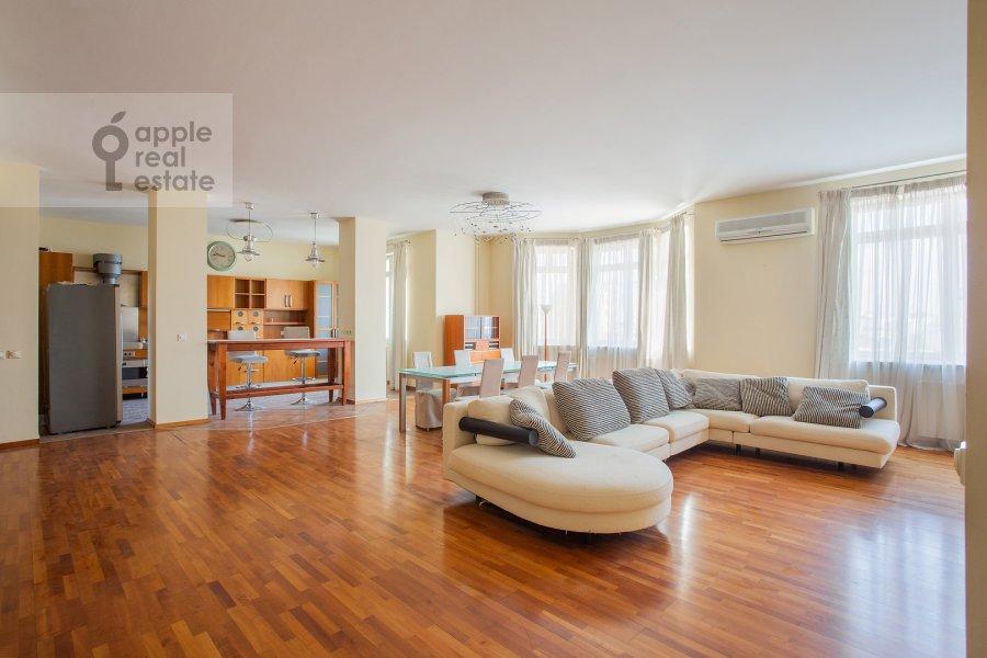 Гостиная в 4-комнатной квартире по адресу 1-й Спасоналивковский переулок 20