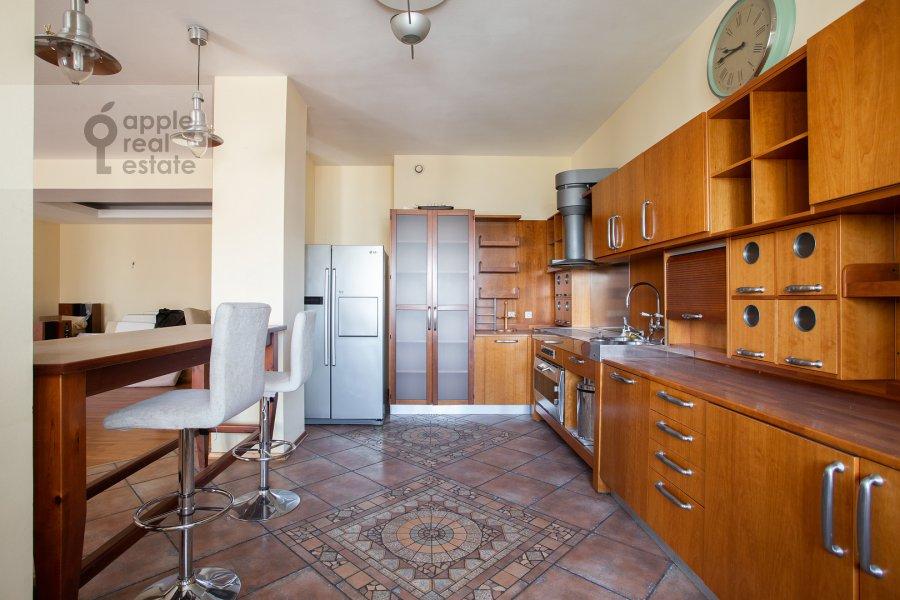 Kitchen of the 4-room apartment at 1-y Spasonalivkovskiy pereulok 20