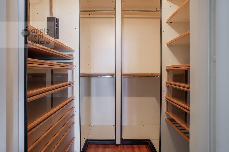 Walk-in closet / Laundry room / Storage room of the 4-room apartment at 1-y Spasonalivkovskiy pereulok 20