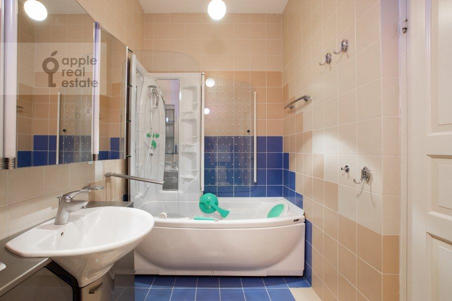 Санузел в 4-комнатной квартире по адресу 1-й Спасоналивковский переулок 20